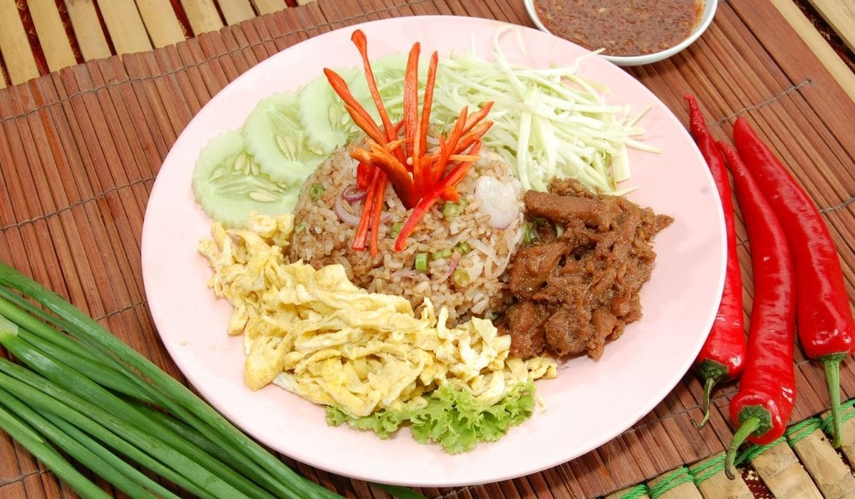 thai fried rice on a plate